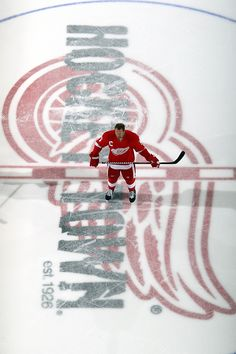 Nick Lidstrom at center ice at The Joe. Hockey Girls, Hockey Mom, Hockey Teams, Ice Hockey, Hockey Stuff, Sports Teams, Detroit Sports, Detroit Tigers, Detroit Red Wings