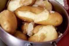 Aartappel-souttert BASIS: Bestanddele: 440 g warm fynaartappels ml) 2 g sout ml) 45 g botter ml) 8 g bakpoeier ml) 2 eiers - geklop Metode: Meng die warm aartappels, sout en botter. Tuscan Recipes, Root Vegetables, Grow Your Own, Pretzel Bites, I Love Food, Health Tips, Cake Recipes, Potatoes, Cooking Recipes
