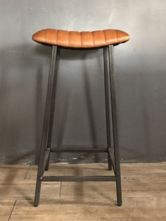 Industrial Leather Bar / Kitchen Stool with Curved Seat Brown Bar Stools, Bar Stool Seats, Patio Bar Stools, Kitchen Stools With Back, Stools With Backs, Bar Kitchen, Kitchen Layout, Kitchen Island, Leather Bar Stools