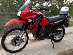 Build your own KLRsys! KLR with Versys engine. The bike now makes vs. the original Double the power without noticeable weight increase. Motorcycle Camping, Motorcycle Touring, Klr 650, Folding Camping Chairs, Kawasaki Motorcycles, Dual Sport, Camping Spots, Street Bikes, Custom Motorcycles