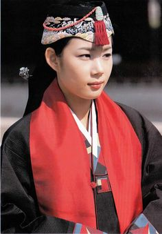 PEOPLE IN TRADITIONAL DRESS | traditional dresses Models photos: korean traditional dress