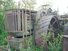 These photographs by Ian Comley were taken a couple of years ago and show the remains of Fowler ploughing engine diesel conversions lying derelict at Wixford, near Stratford-upon-Avon. Once owned. Abandoned Vehicles, Abandoned Cars, Steam Tractor, Stratford Upon Avon, Antique Tractors, Color Theory, Diesel, Engineering, Photographs
