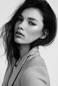 freja j ++ via le management (Beauty Face Editorial) Beauty Makeup, Hair Makeup, Le Management, Becoming A Model, Raw Beauty, Model Face, Portraits, Shiny Hair, Lany