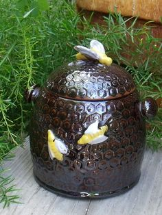 Vintage Bee Hive Honey Pot  Made in Occupied by SheilasBlessings    http://www.etsy.com/treasury/MjAwOTQ5NDF8MjcyMDg3MDkxNw/open-random-bns-round-9-sales-52-this