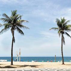 """6,969 curtidas, 34 comentários - Vic Ceridono - Dia de Beauté (@vicceridono) no Instagram: """"Hello Rio 😍🌴 esse visual sempre alegra, mesmo quando não para sair do carro e curtir a praia...…"""""""