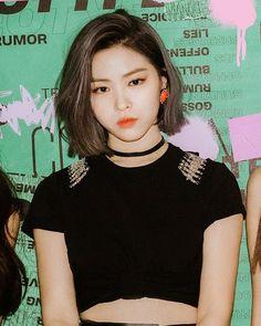 She is so beautiful Chuncheon, Korean Princess, Korean Short Hair, Classy Aesthetic, I Love Girls, Kpop Outfits, K Idols, Korean Girl Groups, Kpop Girls