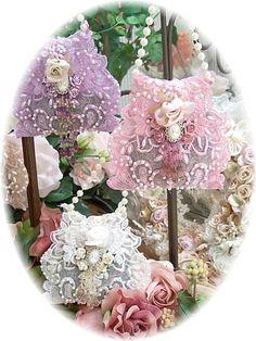 Romantic Victorian Doorknob Sachets Lace-via Sharon Lynch Victorian Crafts, Victorian Christmas, Vintage Crafts, Vintage Shabby Chic, Shabby Chic Crafts, Shabby Chic Decor, Muebles Shabby Chic, Crafts To Make, Diy Crafts