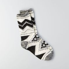 American Eagle Outfitters American Eagle Marled Geo Crew Sockss (11 CAD) ❤ liked on Polyvore featuring tops, grey, crew top, american eagle outfitters, geometric tops, gray top and grey top
