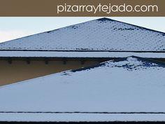 Nieve sobre tejados de pizarra sin canalones. #pizarra #pizarranatural #naturalslate #pizarras #ardoise #slate