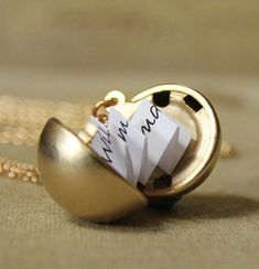 Secret Message Locket  Matte Gold Vintage Ball von DearestMine