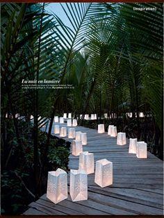 lanternes de papier qui fait envie de ressentir les sensations réelle sur lieu :)