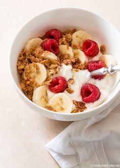 Homemade Maple Cinnamon Granola - how to eat healthy Healthy Breakfast Recipes, Healthy Snacks, Healthy Recipes, Healthy Milk, Eating Healthy, Think Food, Love Food, Food Goals, Aesthetic Food