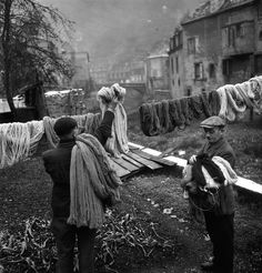 Atelier Tabard, 2, 1945, Robert Doisneau. (Source: Geo.Culture en limousin.fr ) #fineartphotography