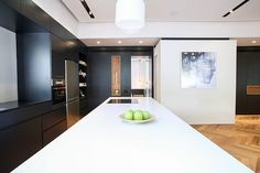 Completed in this exquisite apartment was a project by DORI Interior Design Studio. Zeitgenössisches Apartment, Apartment Design, Contemporary Apartment, Luxury Homes Interior, Interior Design Studio, Cool House Designs, Kitchen Interior, Instagram, Tel Aviv