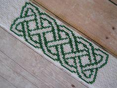 Celtic Knot Peyote Stitch Cuff Bracelet, Pearly White & Emerald Green