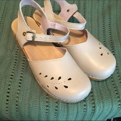 Sven Swedish Clogs Taupe Leather. Mary Jane style. Leaf punch design. Size 40. Good, used condition with some signs of wear. Sven Shoes Mules & Clogs