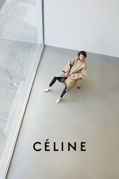 Prima Darling takes a look at the style legacy of Celine designer, Phoebe Philo, in the wake of rumors about her departure. Juergen Teller, Fashion Shoot, Look Fashion, Editorial Fashion, Trendy Fashion, Minimal Fashion, Editorial Photography, Fashion Photography, Female Photography