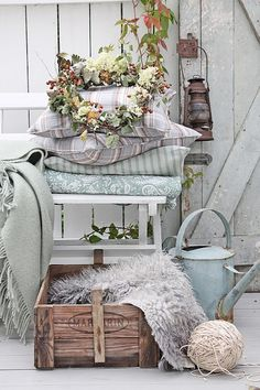 7 Gifted Cool Tips: Vintage Home Decor Shabby Colour vintage home decor shabby colour.Vintage Home Decor Shabby Farmhouse Style vintage home decor bohemian spaces.Vintage Home Decor Farmhouse Wood Shelves. Casas Shabby Chic, Shabby Chic Mode, Vintage Shabby Chic, Shabby Chic Style, Shabby Chic Decor, Vintage Home Decor, Vintage Style, Blue Shabby Chic, Vintage Sofa