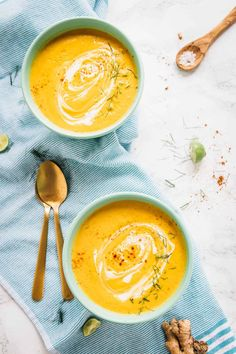 This Roasted Carrot Soup tastes absolutely creamy, is loaded with flavour and is made in your oven! The ingredients are roasted then put right into your blender, so NO time is spent hovering over the stove.It's the easiest soup you'll ...