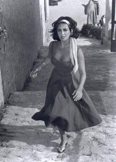 "1959 USA. Film: Set of Suddenly last Summer.  SPAIN. Sagaro. 1959. Twenty-five-year-old Elizabeth TAYLOR ignores the begging of beach urchins in a scene from ""Suddenly Last Summer"", in which she co-stars with Katharine Hepburn and Montgomery Clift. I"