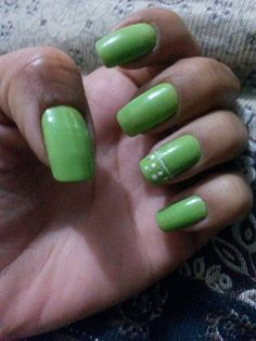 Unha  do fim de semana.  Colortrend verde intenso.  Amei. .