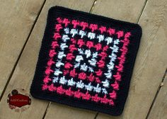Free crochet pattern: Houndstooth Wannabe square by KatiDCreations