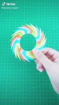 Instruções Origami, Origami Videos, Modular Origami, Paper Crafts Origami, Origami Tutorial, Diy Tutorial, Ninja Star Origami, Origami Easy Step By Step, Flower Drawings