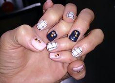 Lattice pattern design nails.