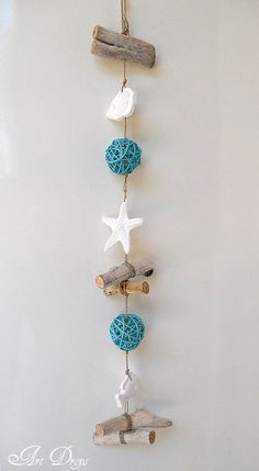 Art Drops: Garlands of the remains Seashell Projects, Driftwood Projects, Sea Crafts, Nature Crafts, Seashell Art, Seashell Crafts, Diy Fimo, Driftwood Wall Art, Driftwood Mobile