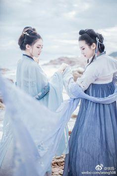 Gentilmente te conduzirei ao mundo de amor que tenho pra te dá. Chinese Clothing Traditional, Traditional Dresses, Elegant Dresses For Women, China Girl, Hanfu, Historical Clothing, Chinese Style, Cosplay Girls, Asian Woman