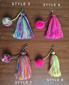 These pom-pom and tassel key chains are perfect for add a colorful touch to your keys, bags, tote bag, purses, pouches. Pom Pom Crafts, Yarn Crafts, Diy And Crafts, Arts And Crafts, Diy Keychain, Tassel Keychain, Diy Tassel, Tassels, Diy Laine