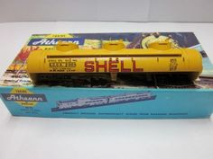 HO-Athearn-Shell-Oil-Co-Triple-Dome-Tank-Car-2005-034-Kit-034