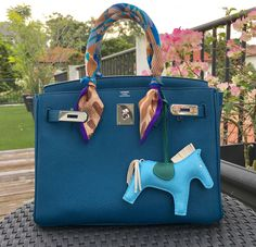Big choice of the hottest handbags. From women leather totes to fabric that is classic. All top brands. Hermes Handbags, Purses And Handbags, Cheap Handbags, Luxury Bags, Luxury Handbags, Luxury Purses, Best Designer Bags, Hermes Bags, Chanel Bags