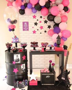 Rockstar Birthday, Dance Party Birthday, 4th Birthday Parties, Birthday Party Decorations, Music Party Decorations, Festa Rock Roll, Pop Star Party, Bts Birthdays, Karaoke Party