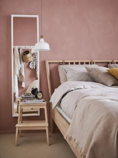 In this modern oasis, imagined by interior designers Nina Parkeborn and Pella Hedeby for the 2019 IKEA catalogue, the aim was to create a light and airy home where you can relax and recharge. Interior Ikea, Home Interior, Interior Design, Cama Ikea, Kitchen Cabinets And Flooring, Dark Interiors, Modular Sofa, Diy Bedroom Decor, Home Decor