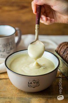 Crema pasticcera alle mele vegana Raw Food Recipes, Sweet Recipes, Vegetarian Recipes, Tortilla Sana, Happy Diet, Yummy World, Vegan Humor, Latte, Vegan Sweets