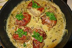 :) Gorgonzola-Sahne-Pilz-Soße - Schweinemedaillons im Parmaschinkenmantel mit Steinpilz - Gorgonzola - Sauce Ø 4,7 - http://www.chefkoch.de/rezepte/939321199604489/Schweinemedaillons-im-Parmaschinkenmantel-mit-Steinpilz-Gorgonzola-Sauce.html