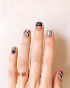 Nail Art Designs In Every Color And Style – Your Beautiful Nails Minimalist Nails, Toe Nail Art, Easy Nail Art, Nail Nail, Nail Art Abstrait, Nail Art Halloween, Halloween Makeup, Halloween Eyeshadow, Halloween Halloween
