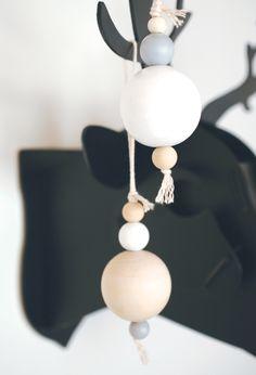 Hokusfiliokus: Christmas decorations using wood beads.