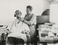 Leslie Howard being made up - Gone With The Wind