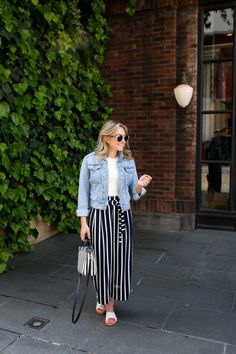 Stylish 36 Amazing Spring Denim Jacket Outfit Ideas To Try Asap Wide Pants Outfit, Summer Pants Outfits, Trouser Outfits, Cropped Denim Jacket Outfit, Outfit Ideas, School Looks, How To Wear Hijab, Stripped Pants, Maxi Skirts