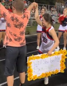Down's syndrome couple cheered as student surprises his girlfriend with homecoming invitation Homecoming Proposal, Homecoming Dance, Surprise For Girlfriend, Girlfriend Surprises, Surprise Love Quotes, High School Homecoming, Down Syndrome People, Sweet Text Messages, Guy Best Friend