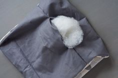 DIY Mini-Stillkissen mit Füllwatte füllen Bean Bag Chair, Sewing, Mini, Home Decor, Advent, Throw Pillows, Creative Crafts, Creativity, Baby Sewing