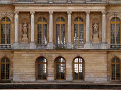 je tiens à vous habiller en robe à la française — thestandrewknot:   Château de Versailles (by cb de...