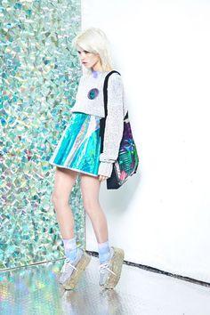 Use Your Illusion Bag Mode Lookbook, Fashion Lookbook, Skirt Fashion, High Fashion, Fashion Beauty, Party Fashion, Mode City, Holographic Fashion, Iridescent Fashion