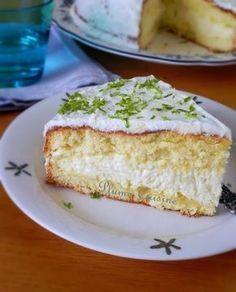 gâteau-mousse-au-coco Une génoise inratable garnie avec une délicieuse mousse au coco.