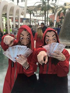 Top & Funny Couple Halloween Costumes in 2019 Money Heist Couple Halloween Costumes More from my site Peter Peter Unique Couple Halloween Costumes, Funny Couple Halloween Costumes, Cute Halloween, Halloween Outfits, Olive Oyl Costume, Woody Costume, Sharpie Paint Pens, Funny Dresses, Halloween Disfraces