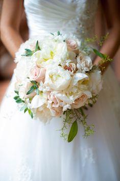 prettiest white + pink bouquet | Rebekah Hoyt #wedding