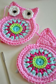 (via Pin by Hilaria Fina on Hilaria Fin. Marque-pages Au Crochet, Crochet Owls, Crochet Circles, Crochet Squares, Love Crochet, Crochet Gifts, Crochet Flowers, Crochet Keychain, Crochet Bookmarks