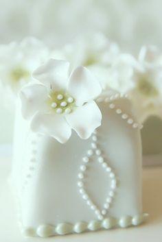 mini white cake ✿⊱╮
